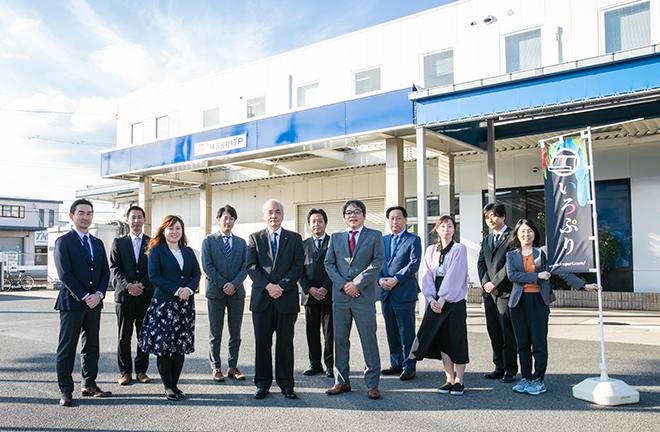 北井社長(前列左から3人目)といろぷりスタッフ