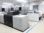 キヤノンMJ、連帳IJ機を中核としたマニュアル生産ラインを公開