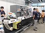 コムネット、ラベルフォーラムで高速レーザー加工機など紹介