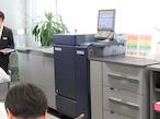 KOMORI、新商品「Impremia C101」の機能を実演で披露