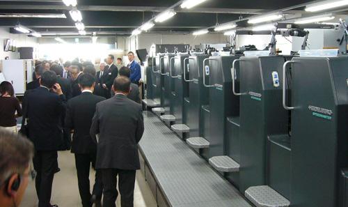 ジャパン・スリーブ、既設印刷機にLED-UV装置を後付し稼働開始
